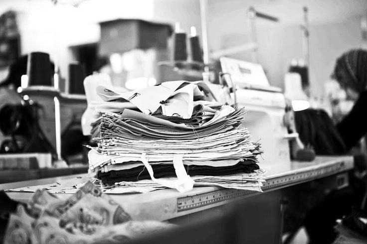 Marion & Thomas se mettent à rêver… De mouchoirs, de consommation, d'environnement, de la volonté de créer du nouveau avec du vieux. Enfin, une vision prend forme. Qu'arriverait-il si le mouchoir avait une forme unique? S'il était moderne, voyant et distinctif? Et si un arbre était planté pour chaque mouchoir vendu? Et même, si le mouchoir devenait un accessoire de mode capable de faire une différence?