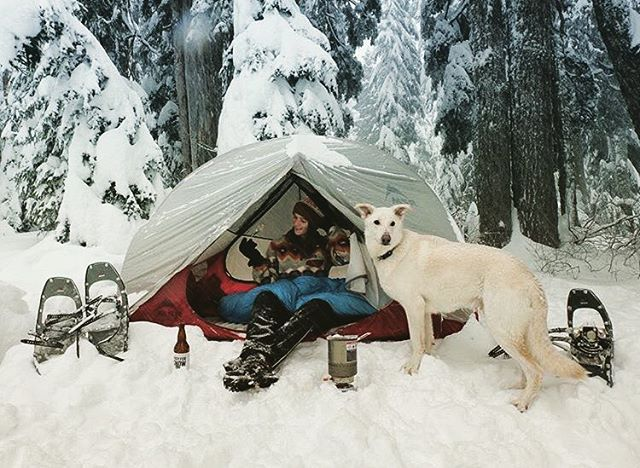 What's the best way to keep your birthday beer cold? Take it winter camping ❄️#goodtimesoutside @victoriadawnm