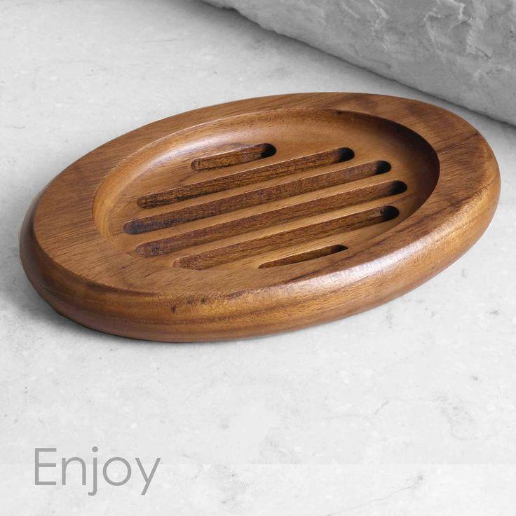 W-Home Wildwater Tempat sabun yang indah dan fungsional, dan dapat Anda jadikan sebagai ide hadiah untuk kawan Anda. Tempat sabun Enjoy memiliki bentuk oval, tempat yang cocok untuk menempatkan dan menyimpan sabun, dan sekat drainase untuk menyaring setiap air yang tertuang. Memiliki bantalan kaki kecil untuk menjaga bagian bawah tetap kering dan tidak mudah tergelincir. Kayu yang tahan air memastikan agar kayu super halus tetap atraktif dan dalam kondisi baik. Berilah aksesoris ini ke dalam…