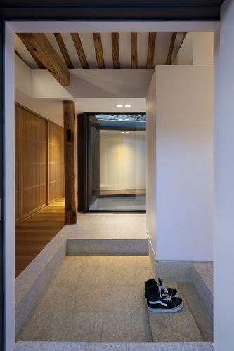 Hanok renovation ©samuso hyojadong