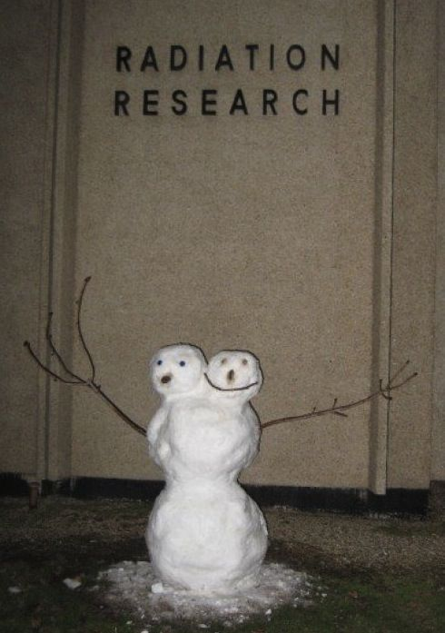 41 Hilariously Disturbing Snowmen We Hope Never Come To Life