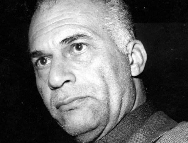 """Carlos Marighella era filho de um imigrante italiano, o operário Augusto Marighella e Maria Rita do Nascimento, negra e filha de escravos.... Nasceu em Salvador, 5 de dezembro de 1911 – Morte em São Paulo, 4 de novembro de1969) assassinado pela ditadura militar. Foi um político, guerrilheiro e escritor brasileiro """"Minimanual do Guerrilheiro Urbano"""" e, a partir de 1964, um dos principais organizadores da luta contra a ditadura militar. Chegou a ser considerado o inimigo """"número um"""" da…"""