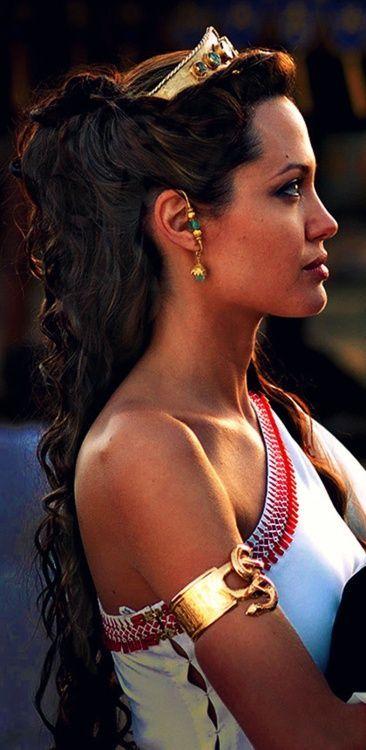 Angelina Jolie's Hairstyles: