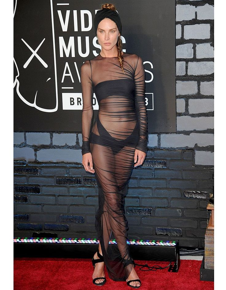 Erin Wasson en robe transparente - Kate Moss, Kim Kardashian, Rihanna, toutes…