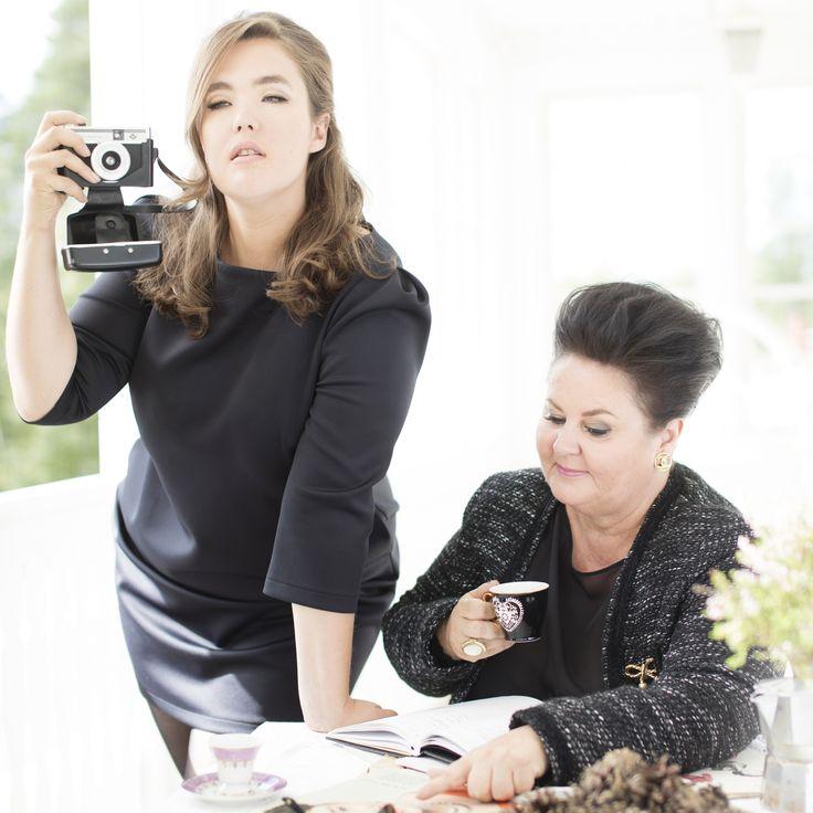 Abby Tunic Black & Camille Blazer Photo: Nanna Hänninen Make up&Hair: Satu Arvo Model: Ninja Sarasalo & Leena Vilppo