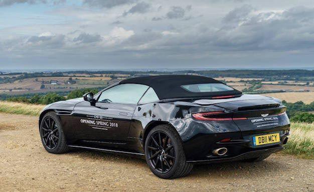 Aston Martin DB11 Volante Beredar di Dunia Maya - http://bintangotomotif.com/aston-martin-db11-volante-beredar-di-dunia-maya/