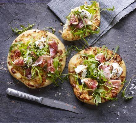 Impress when entertaining with these mini fig & prosciutto pizzettas.