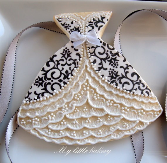 Beautiful dress cookies!!  i think it would be a beautiful card or embellishment....it's beautiful!
