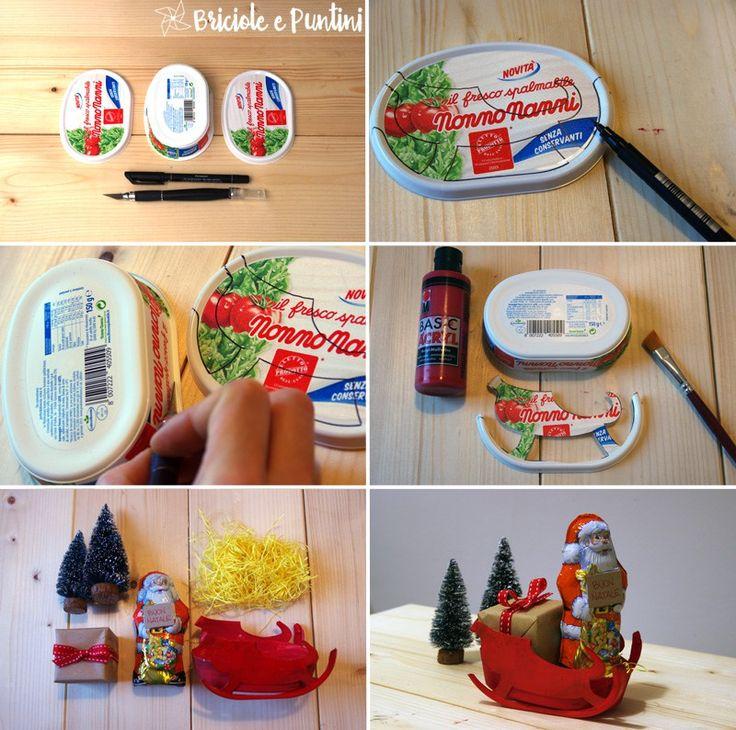 Slitta di Babbo Natale con le scatole del formaggio spalmabile