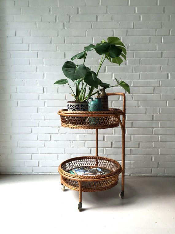 Vintage kleiner Tisch Rattan Tisch Teewagen Beistelltisch von moovi