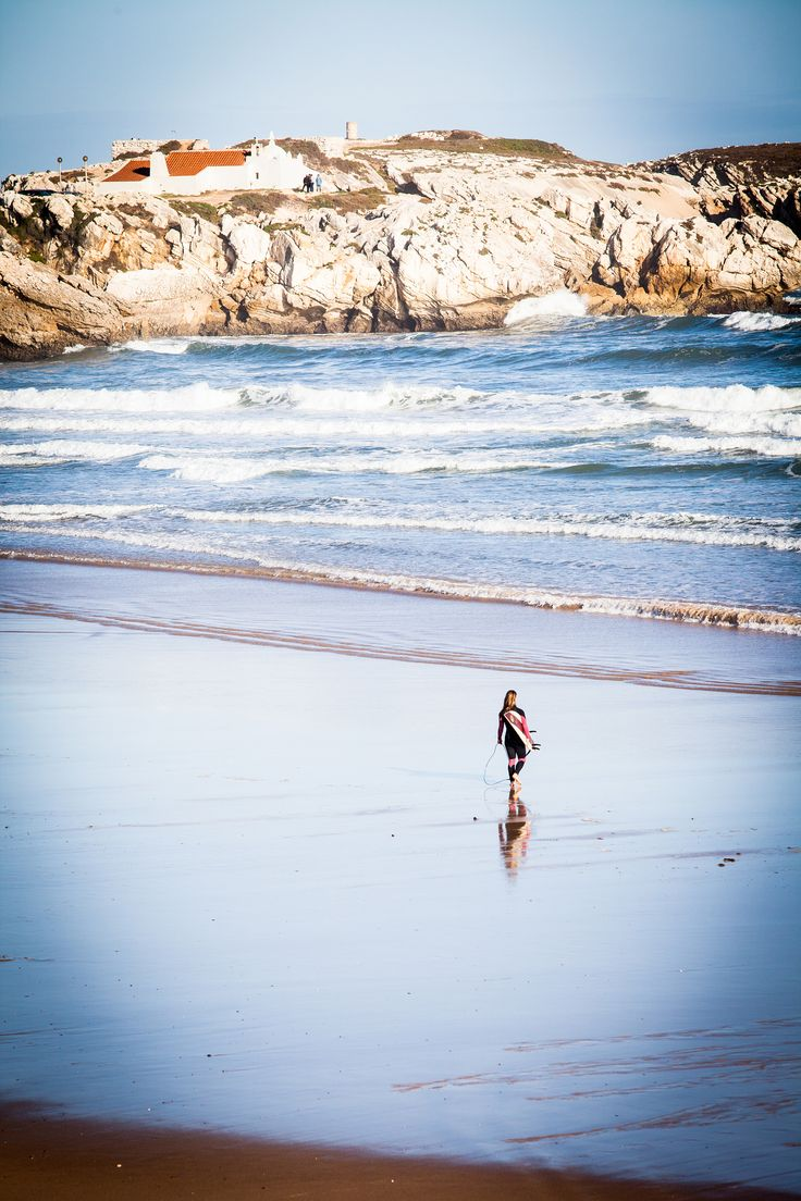 Baleal Beach - Just 5 minutes from Praia D'El Rey , where you can start surfing!