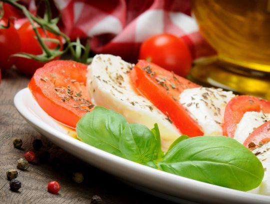 Салат «Капрезе».  http://www.domashniy.ru/article/eda/bystrye-recepty/salat_kapreze.html