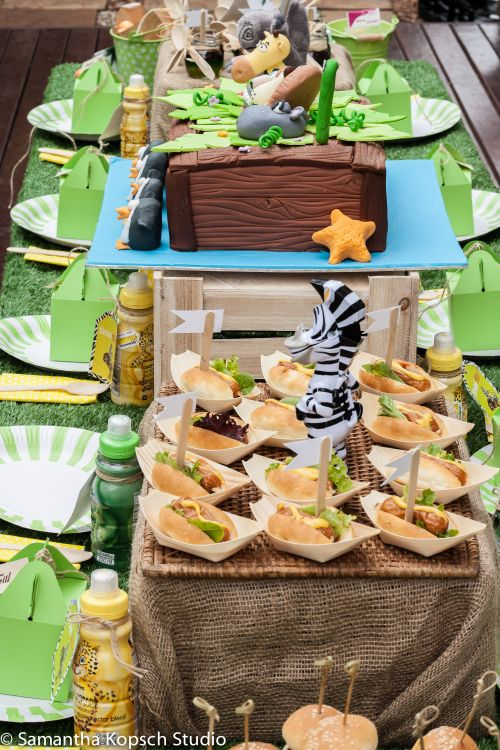 Madagascar themed party | Table decor