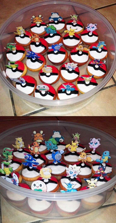 leuke pokemon tractatie. cupcakes versierd met suikerpasta pokemon figuurtjes uitgeknipt  en op tandenstoker geplakt, deze in de cupcakes steken.