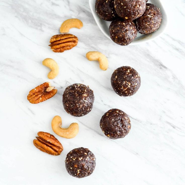 Paleo Chocolate Brownie Energy Bites Recipe! 5 minutes and 8 ingredients is all it takes to make this snack! Vegan, gluten-free, dairy-free & date sweetened!