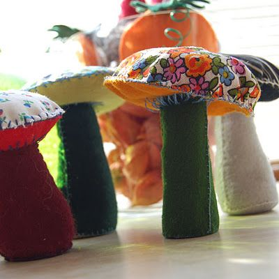 tutorial for a mushroom / toadstool made of felt and fabric, by HGK.   I'm So making these