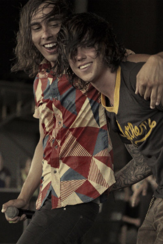 Vic Fuentes and Kellin singing King For A Day. Cute :))