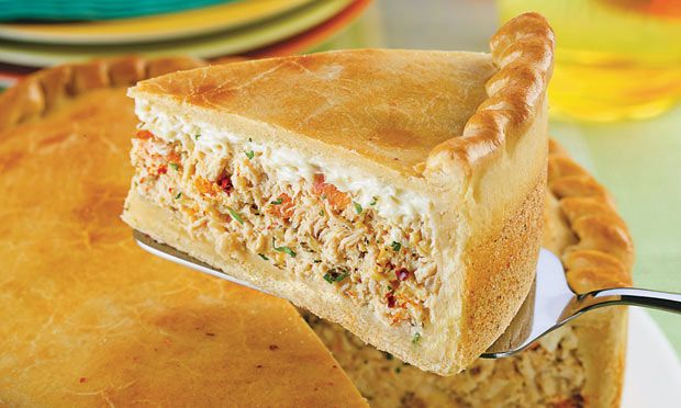 Receita de Empadão de frango com Catupiry® - Torta salgada e quiche - Dificuldade: Médio - Calorias: 485 por porção