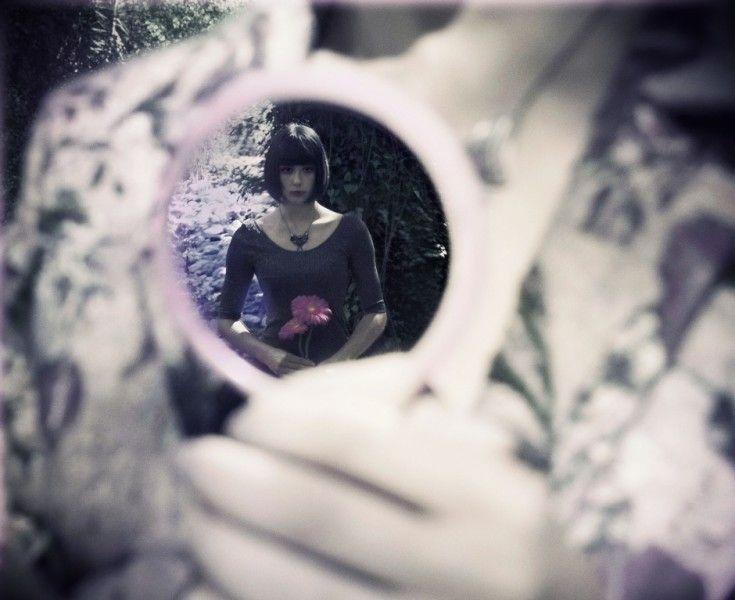 The last September  passione. innocenza. pelle di porcellana. labbra rosse. passato. presente.sogno.realtà.  Foto:Emme Falchetti/Brutal Semplicity  Styling:Officina34 Model:Beatrice Bartoli,Elena Mariotti  #officina34 #BrutalSemplicity #mesdemoiselles #attiandbarn #mariosalvucci #soallure