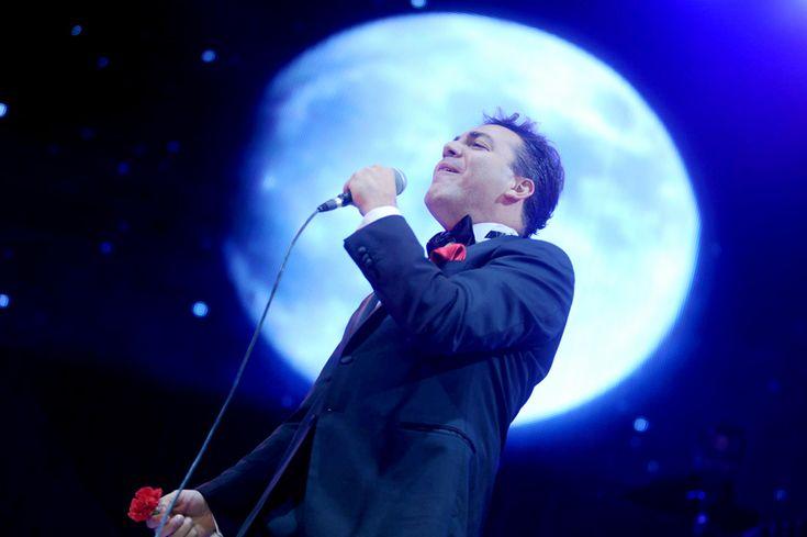 """""""Este hombre me ha dado un apoyo total a que las nuevas generaciones, la de él y luego la que sigue todavía de él, tomen conocimiento de mi trabajo ya de 51 años, y le vivo eternamente agradecido porque me ha dado tremendo espaldarazo para que los muchachos conozcan la música de nosotros"""", expuso a ZETA el cantante José José, sobre el homenaje que en vida le está rindiendo su colega Cristian Castro, al grabar dos discos con los temas más emblemáticos del """"Príncipe de la Canción"""", y además…"""