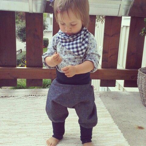 Our organic denim harem pants #lillakompis #babykläder #barnkläder #flicka #pojke #girl #boy #beautiful #cute #baby #babyclothes #babyfashion #kidsclothes #kidzfashion #kidsfashion #ecofriendly #handgjort med #kärlek #handmade with #love #organic #harempants #bio #pumphose #babypants #kinderhose #autumn #sale #rea #haremsbyxor