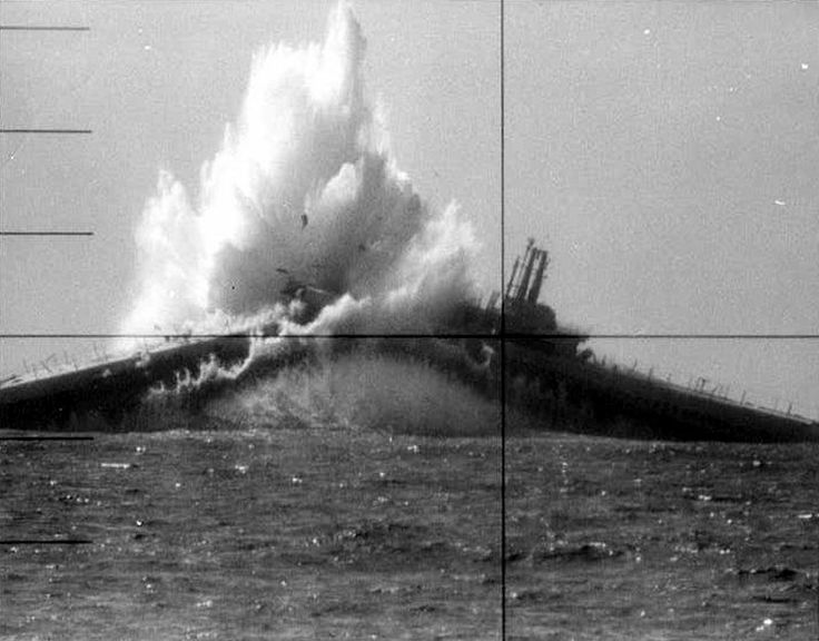 Japanese submarine hit by the Gudgeon (SS-211), first war kill by an American…
