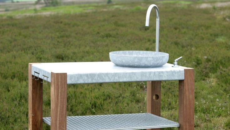 THORS Outdoor kitchen with built in sink, galvanised steel #outdoorliving #udekøkken #outdoorlivingspaces