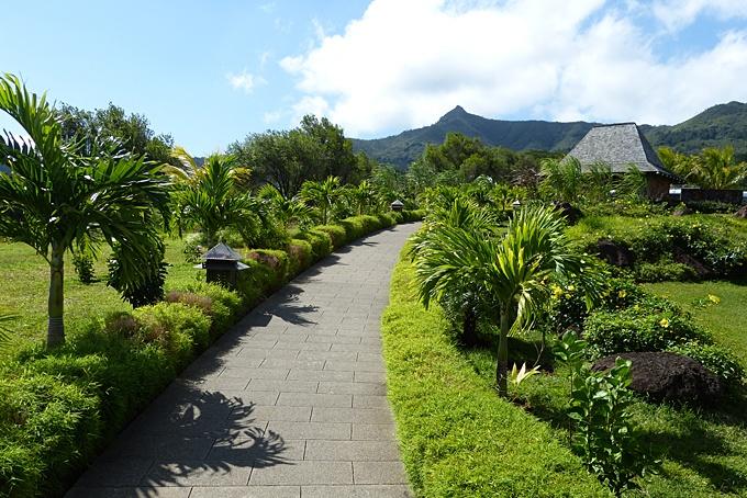 Mauritius – die kleine Patchwork-Insel im Indischen Ozean: Wer glaubt, dass Mauritius nur für Turteltauben und Golf-Pros ein Traumziel sei, der hat sich geirrt. Selbstverständlich kommen die Ersteren wunderbar auf ihre Kosten, denn an romantischen Sonnenuntergängen, für zuckersüsse Honeymoon-Erinnerungsfotos, fehlt es auf keinen Fall. Auch wer gerne sein Handycap verbessern möchte, ist auf der Insel mit den unzähligen Golfplätzen, mehr als gut aufgehoben.