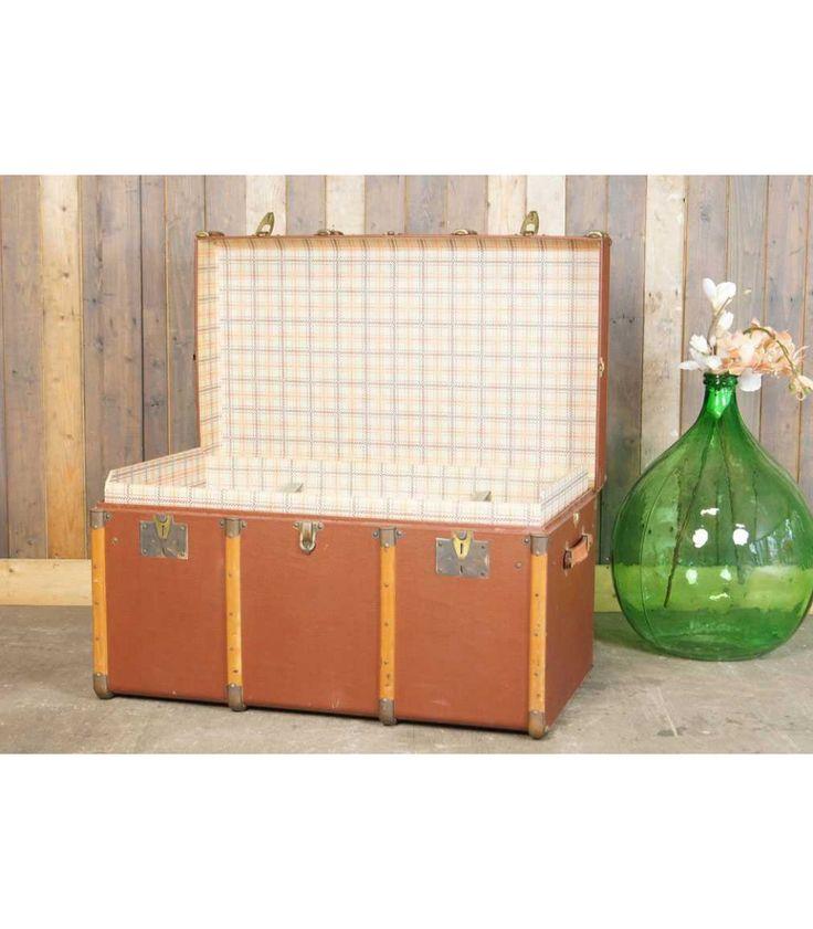 Grote oude bruine hutkoffer met houten banden - scheepskoffer - de Kofferzolder