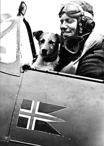 Spitfire and pilot from the Norwegian ww2 332 sq.