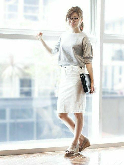 【nano・universe】ふんわり袖とミニ丈がかわいいスウェットに白のタイトスカートを合わせたきれいめカジュアルスタイル! http://zozo.jp/coordinate/?ts=2&sid=39&st=1&stid=&cdid=507800