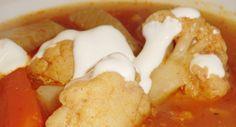 Karfiolleves recept | ApróSéf.hu: Nagymamám féle recept. Tejföllel vagy anélkül is nagyon finom. Minden zöldség íze benne van. Aki szereti a tejfölt bele is főzheti. http://aprosef.hu/karfiolleves_recept