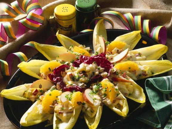 Chicoree mit fruchtigem Selleriesalat ist ein Rezept mit frischen Zutaten aus der Kategorie Kernobst. Probieren Sie dieses und weitere Rezepte von EAT SMARTER!