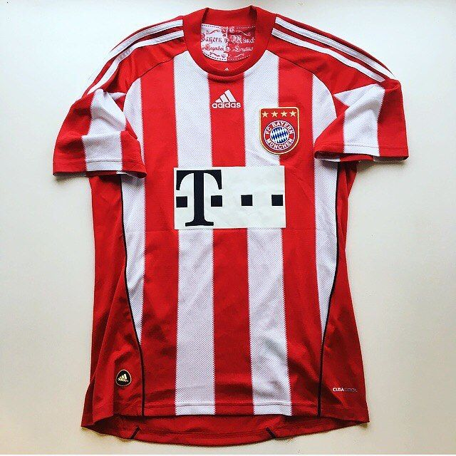 Bayern 🔴⚪️ #bayern #bayernmunich #bayernmunchen #munich #munchen #bundesliga #germany #germanfootball #football #footballshirt #adidas #soccer #soccerjersey #sportswear