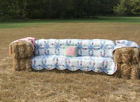 Could you see you and your family having a photo made on this Grandaddy of a couch?!