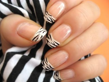 Pretty zebra nails print tutorial