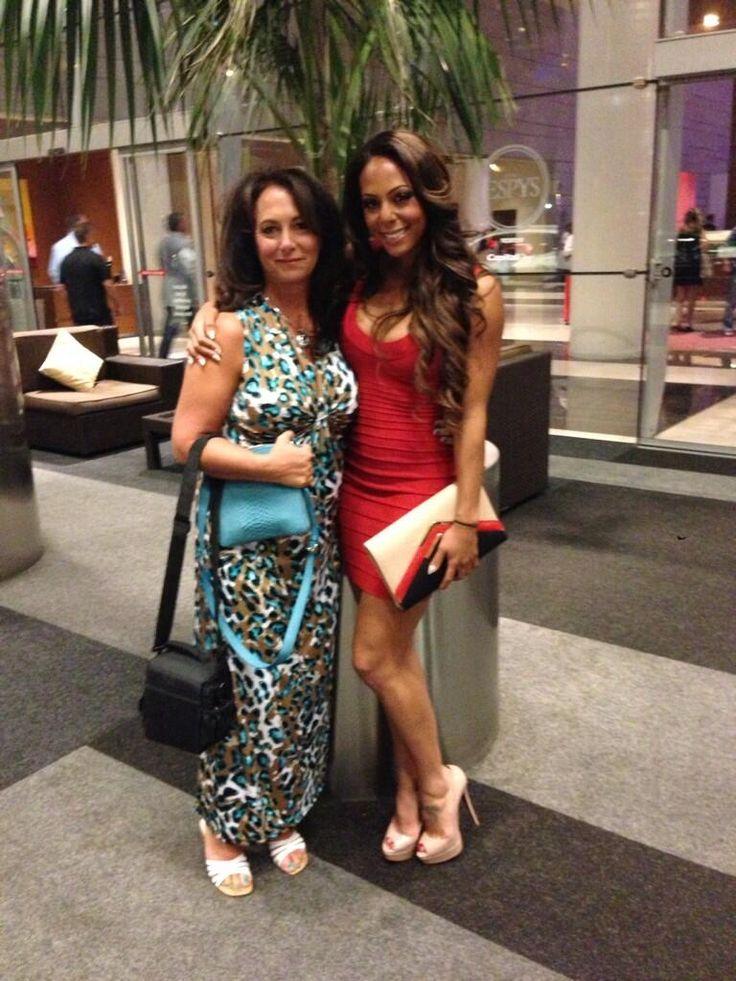 Sydney Leroux and her mom. (Twitter)   USWNT   Sydney ...