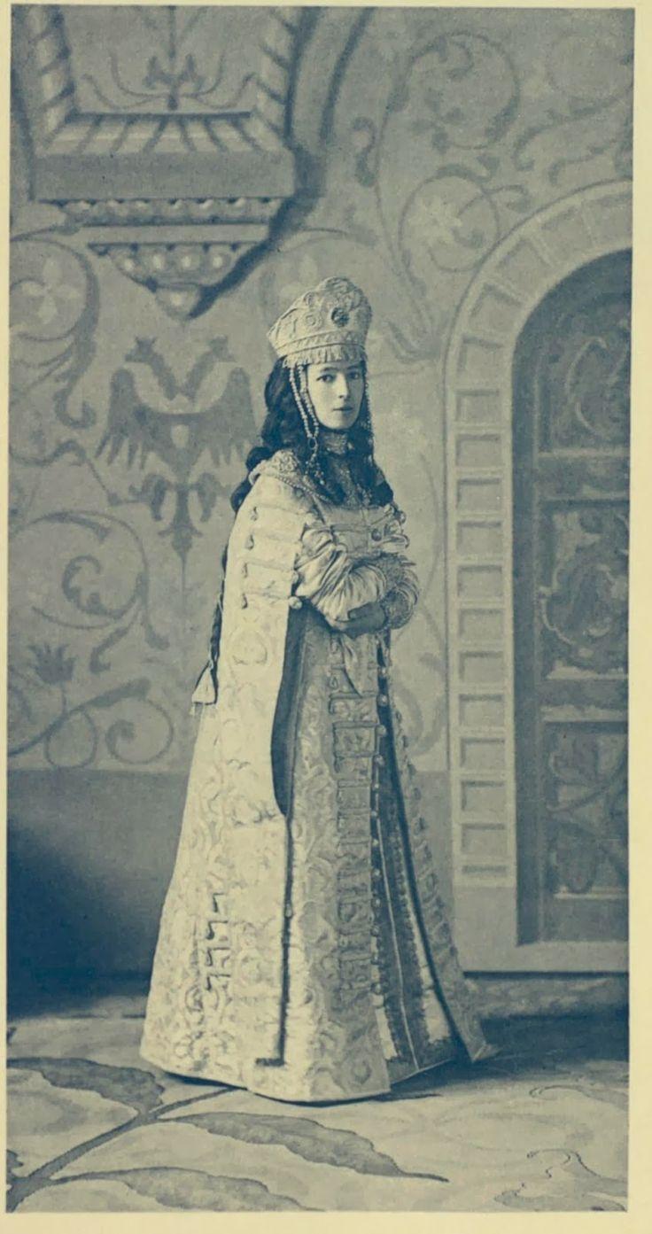 April 1903 --- The Last Romanov Masquerade Costume Imperial Ball (Winter Palace, St.Petersburg) before 1917 Revolution http://twizz.ru/kto-skryvaetsya-za-personazhami-izobrazhennymi-na-samoj-populyarnoj-kolode-kart/