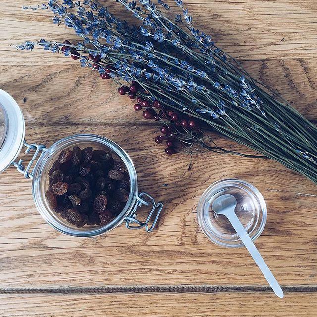#NOMAMA 香りの説明 #ナチュラルミックスローションMOIST は、ナチュラルで優しい #ラベンダー とフルーティで甘酸っぱい #ベルガモット を混ぜた #甘さとさわやかさが同居した香り です。#エッセンシャルオイル #アロマオイル #天然 #精油 #スキンケア #化粧水