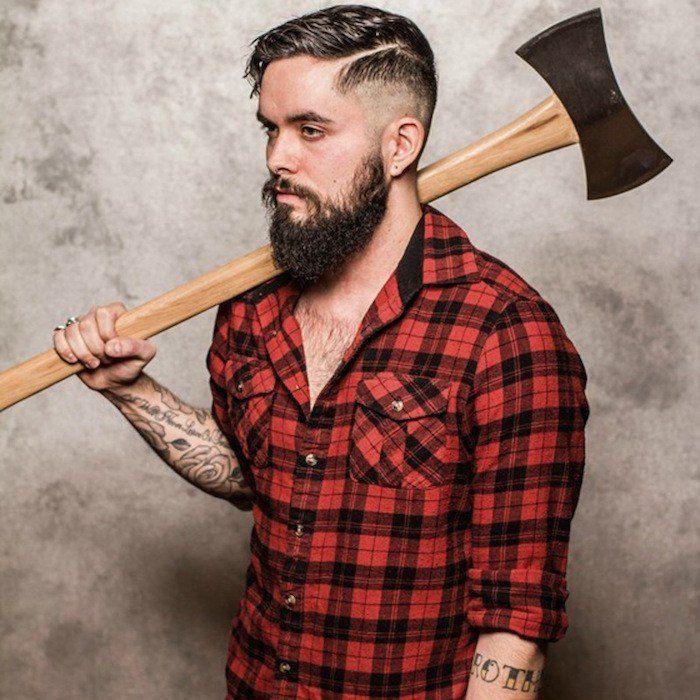 hipster homme style bucheron avec chemise à carreaux entretien barbe coupe pompadour undercut