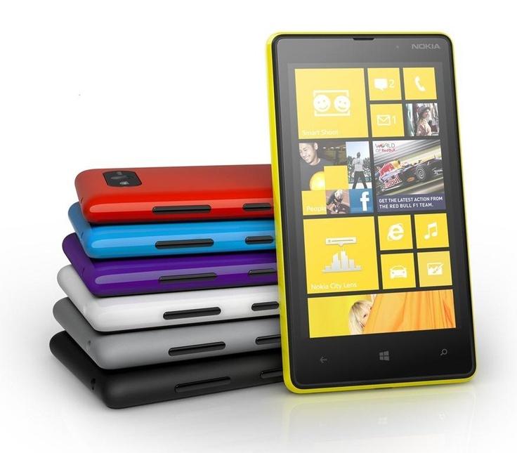 """Teleturco augura buon pomeriggio.    Nokia Lumia 820 :  Siamo in presenza di questa problematica se scuotendo il telefono si sentono rumori anomali provenienti dal vano batteria, esso è causato da un eccessivo """"gioco"""" della stessa.  Per risolvere il problema non esitate a recavi presso il nostro centro Assistenza."""