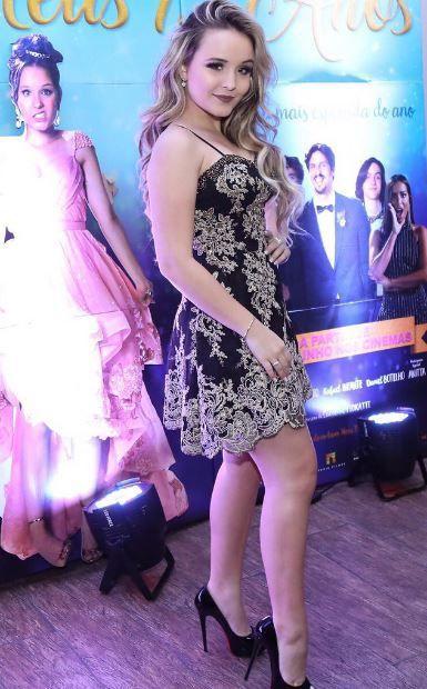 061b535dd80aa 7 vestidos da Larissa Manoela para inspirar seus looks de festa   Capricho