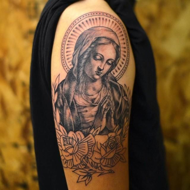 Conheça nossa seleção com 65 fotos de tatuagens de Virgem Maria lindas e inspiradoras. Confira!