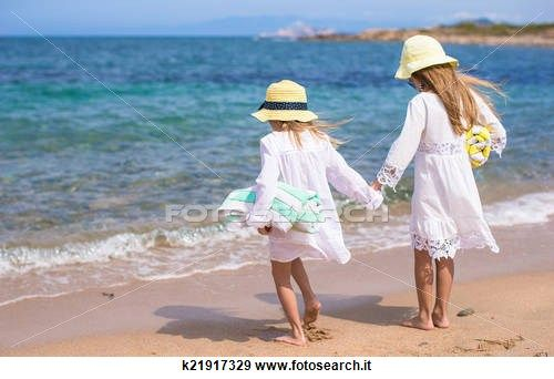 Archivio fotografico - poco, carino, ragazze, camminare, bianco, spiaggia, durante, vacanza k21917329 - Cerca Archivi fotografici, Poster, Foto, e Immagini fotografiche clipart - k21917329.jpg