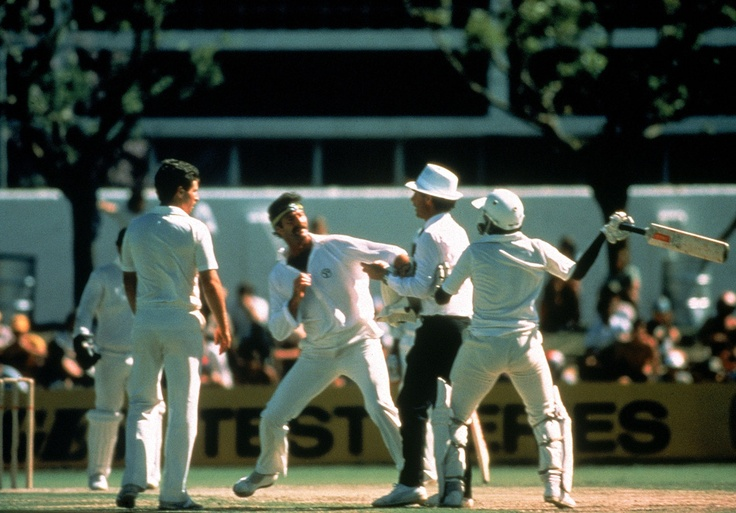 Dennis Lillee and Javed Miandad have an altercation during the first Test match between Australia and Pakistan played at the WACA ground on November 16, 1981 in Perth, Australia. (Photo by Getty Images)