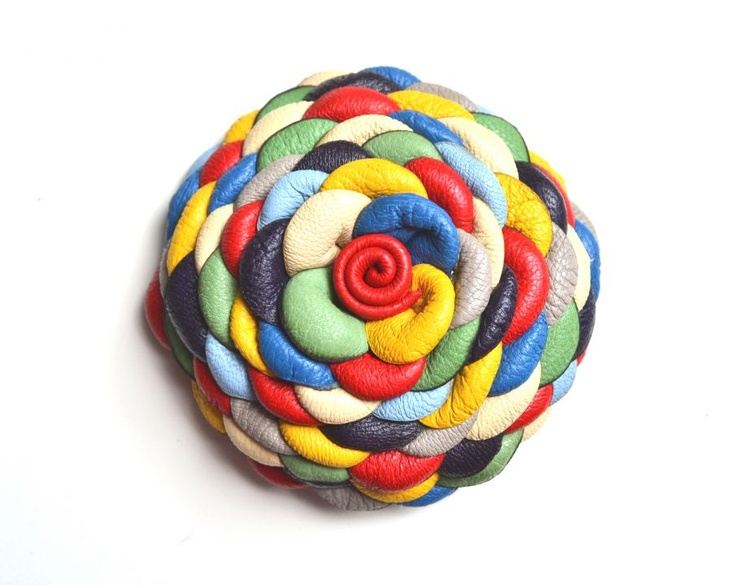 Multicolor Extra-virágkitűző valódi bőrből by http://www.breslo.hu/Matra/shop