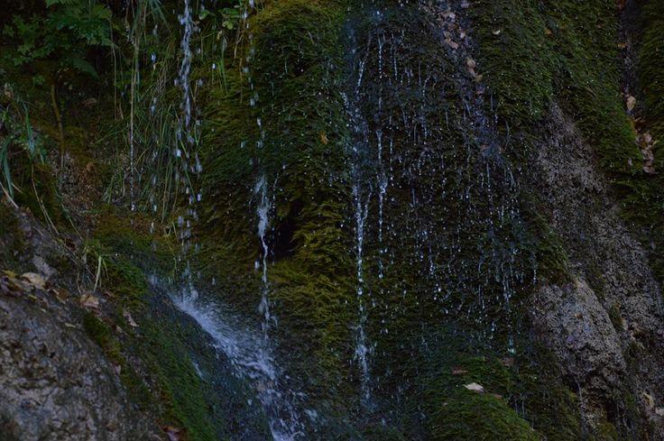 Le Pisciarelle: una doccia naturale all'ingresso delle Gole dell'Infernaccio #montisibillini #lemarche