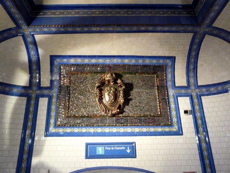 Corona Imperial (Carlos I) sobre escudo de #Madrid en el @metro_madrid   cc/ @Ls_Madriles @Penny Pol pic.twitter.com/ZwBlLRLILj
