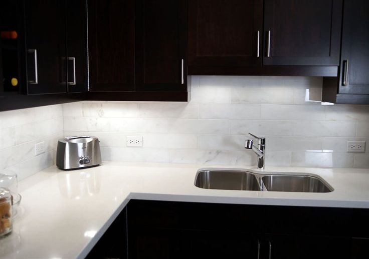 A Wonderful Pairing Gleaming White Quartz Countertops And Carrara Marble Tile Backsplash