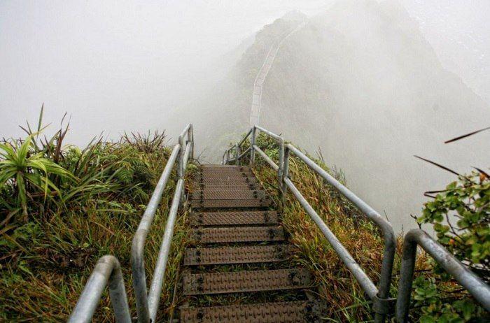 Лестница Хайку, остров Оаху, Гавайи, США.